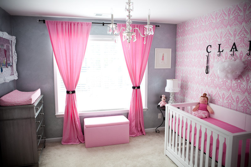 Glamour nursery design for Chambre fille rose et gris
